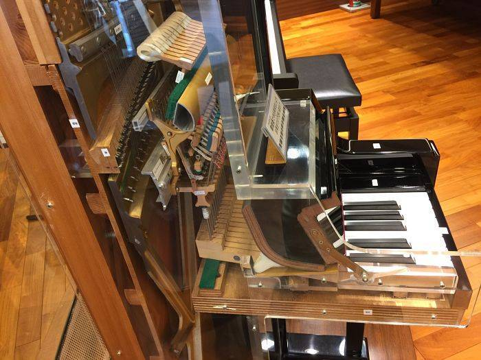 Piano Vertical Yamaha JU109 Caoba de 109CM.