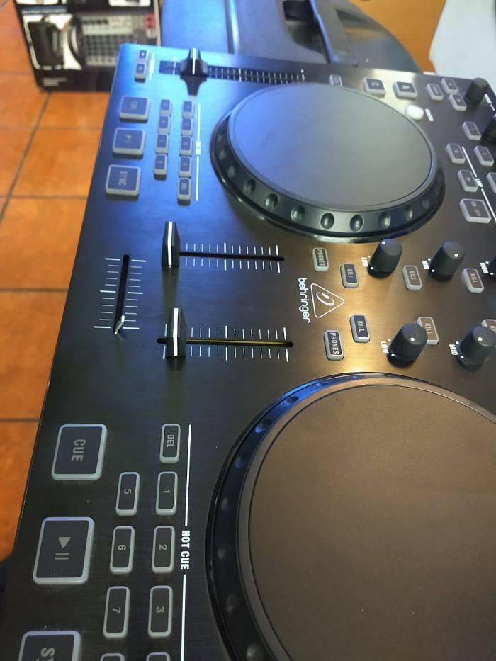 Controlador behringer p/dj cmd studio 4a
