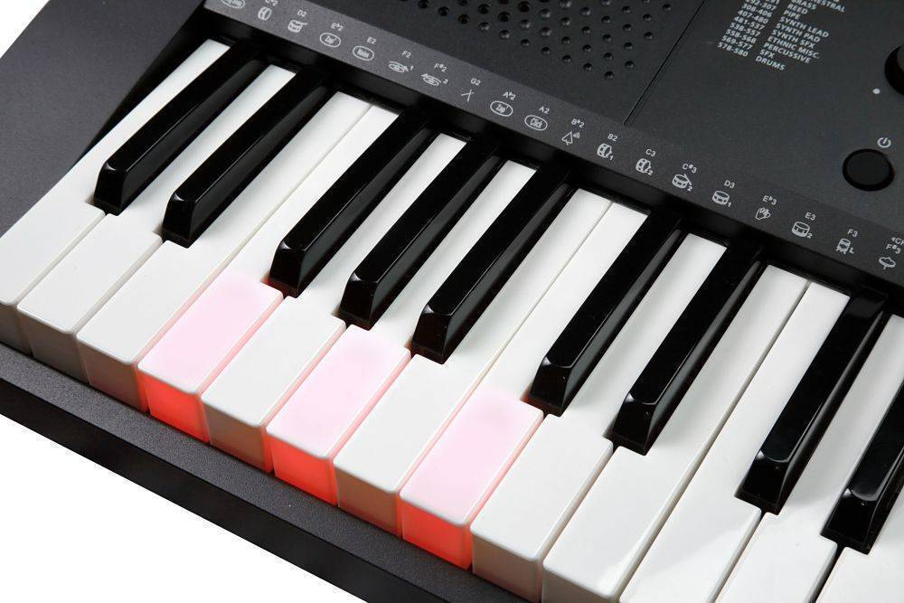 Teclado Kurzweil KP90L con sensibilidad al tacto y teclas iluminadas